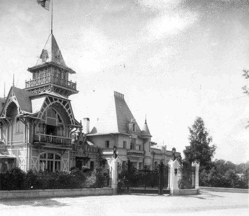 Главный фасад дачи графини М.Э.Клейнмихель