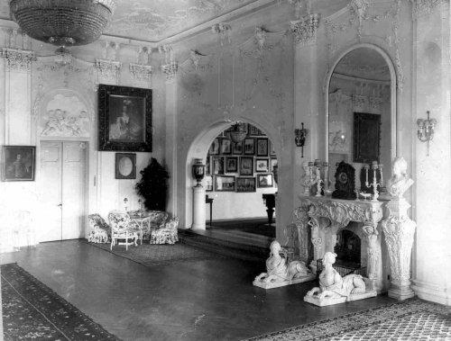 Часть гостиной на даче графини М.Э.Клейнмихель