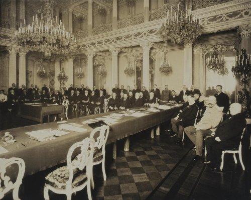 Заседание Императорского Русского исторического общества в Ново-Михайловском дворце.