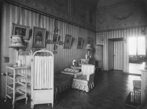 Будуар императрицы Александры Федоровны в Зимнем дворце. Фото 1917 года.