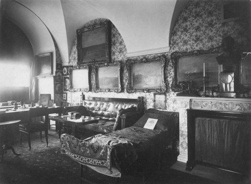 Кабинет императора Николая I в Зимнем дворце. Фото 1917 года.