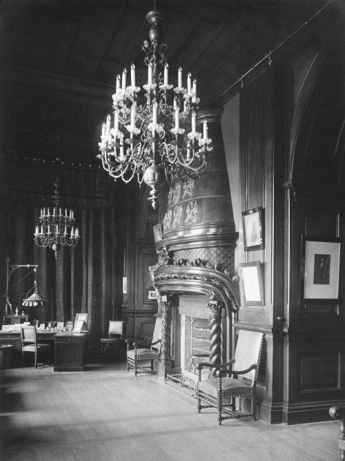 Кабинет императора Николая II в Зимнем дворце. Фото 1917 года.