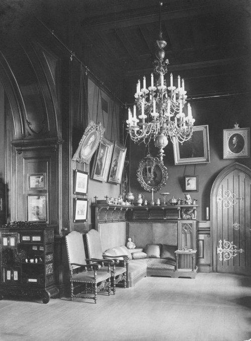 Зимний дворец. Кабинет императора Николая II. Фото 1917 года.