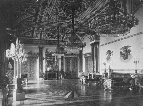 Малахитовый зал Зимнего дворца. Фото 1917 года.