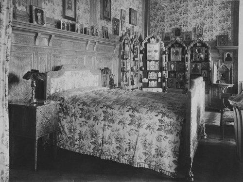 Спальня императора Николая II в Зимнем дворце. Фото 1917 года.