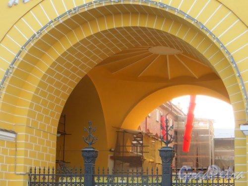 Восточное крыло Адмиралтейства. Ремонтные работы во дворе. Фото 21 сентября 2014 года.
