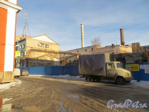 набережная реки Карповки, дом 5, литера Г. Участок после сноса южной части корпуса. Фото 11 февраля 2015 года.