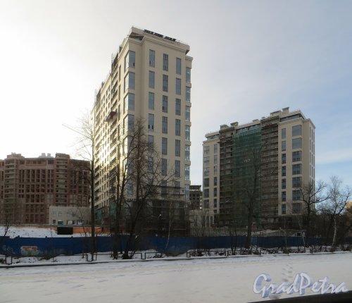 Ушаковская набережная, дом 3. Строительство корпусов «Г1» (правый)  и «Г2» (левый) ЖК «RIVERSIDE» со стороны набережной Чёрной речки. Фото 11 февраля 2015 года.