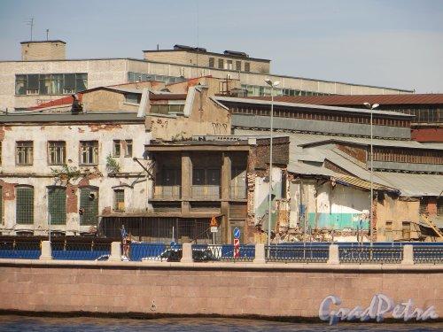 Пироговская набережная, дом 11, литера А. Снос корпусов фабрики «Старый Лесснер». Фото 30 мая 2015 года.