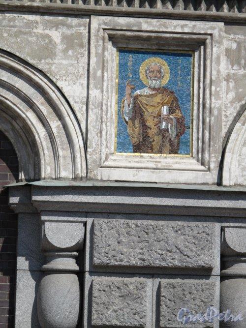 Наб. канала Грибоедова, д. 2. Собор Воскресения Христова (Спас-на-Крови). Мозаичное вставка «Апостол Петр» в оформление фасада. Фото июнь 2014 г.