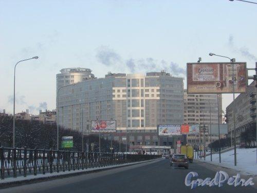 Свердловская набережная, дом 58. Общий вид жилого комплекса «Платинум» от реки Охта. Фото 5 января 2016 года.