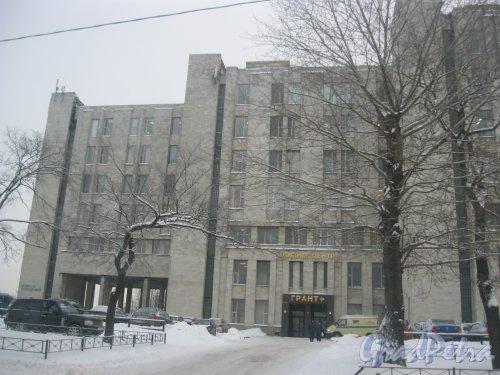 Октябрьская набережная, дом 6, литера В. БЦ «Грант+». Фрагмент здания. Главный вход. Фото 15 января 2016 г.