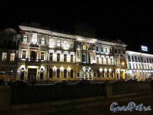 набережная канала Грибоедова, дом 13. Здание Общества взаимного кредита в ночном оформлении. Фото 18 октября 2016 года.