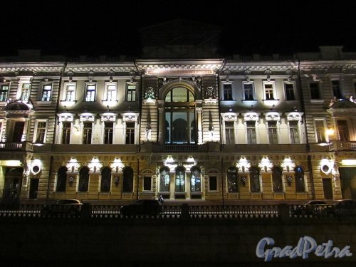 набережная канала Грибоедова, дом 13. Ночная подсветка Здания Общества взаимного кредита. Фото 18 октября 2016 года.