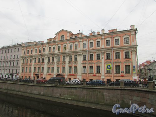 набережная канала Грибоедова, дом 40 / Гороховая улица, дом 26. Фасад здания со стороны канала. Фото 17 октября 2016 года.