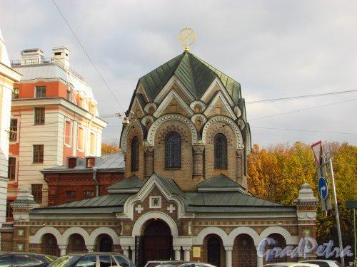 набережная канала Грибоедова, дом 2а, литера Л. Часовня-ризница Иверской иконы Божией Матери. Фото 20 октября 2016 года.