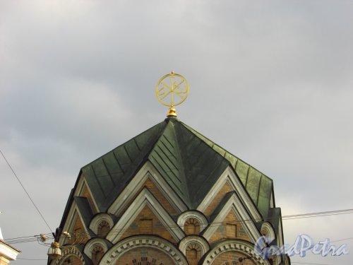 набережная канала Грибоедова, дом 2а, литера Л. Навершие часовни-ризницы Иверской иконы Божией Матери. Фото 20 октября 2016 года.