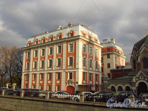 набережная канала Грибоедова , дом 2, литера А. Здание Школы Народного Искусства. Фото 20 октября 2016 года.