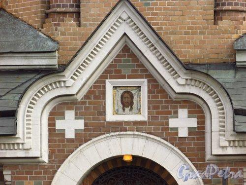 набережная канала Грибоедова, дом 2а, литера Л. Икона «Спас Нерукотворный» над входом в часовню-ризницу Иверской иконы Божией Матери. Фото 20 октября 2016 года.