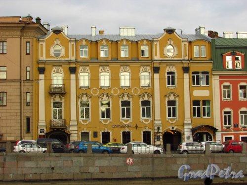 набережная реки Фонтанки, дом 14. Левая часть домов Олсуфьевых. Фото 20 октября 2016 года.