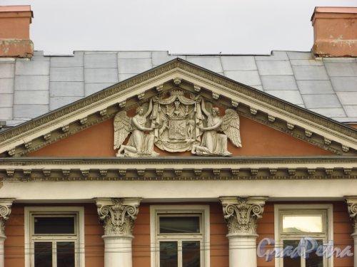 набережная реки Фонтанки, дом 18. Герб графа Левашова с девизом «Virtuti et Honori» («Доблестью и честностью»). Фото 20 октября 2016 года.