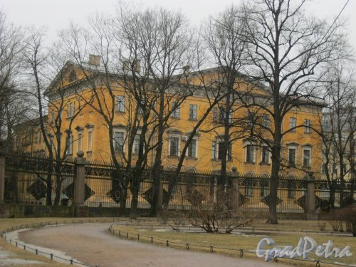 наб. р. Мойки, дом 48, корпус 6. Фрагмент здания. Вид с Казанской ул. Фото 17 марта 2017 года.