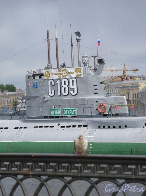 Наб. Лейтенанта Шмидта наб., д. 31 (напротив) Музей подводная лодка С-189. Фрагмент музея с рубкой. Фото май 2015 г.