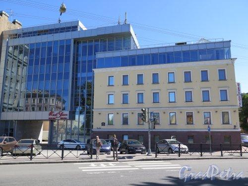 Наб. р. Пряжки наб., д. 30. Здание Red Stars Hotel, 2011-12, арх. В.А. Гаврилов, Общий вид фасада. фото июнь 2015 г.