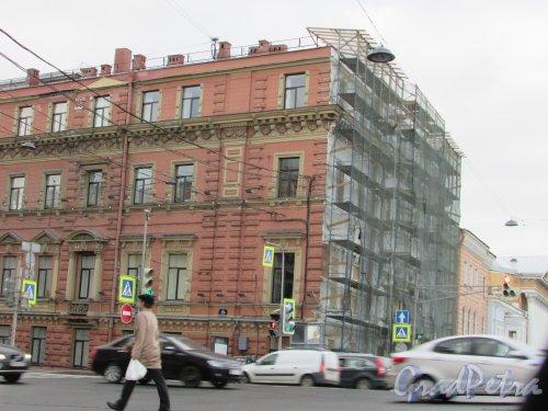 Английская набережная, дом 38 / пл. Труда, дом 1. Реставрация фасада со стороны набережной. Фото 20 сентября 216 года.