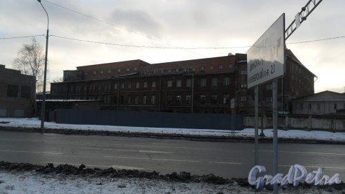 Набережная реки Екатерингофки, дом 29-31, литер т. Производственный корпус. Фото 27 декабря 2017 года.