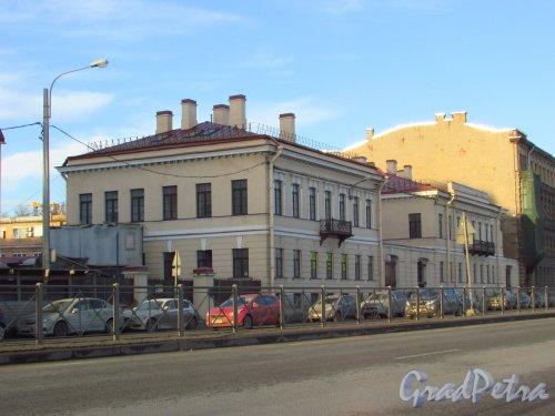 Синопская набережная, дом 66-68-70, литера Б. Общий вид здания. Фото 20 января 2017 года.
