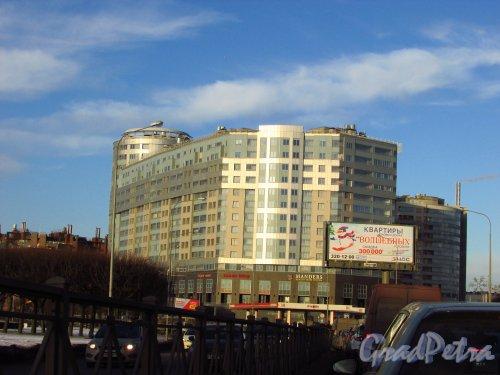 Свердловская набережная, дом 58, литера А. Общий вид жилого комплекса «Платинум». Фото 20 января 2017 года.