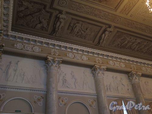 Наб. реки Фонтанки, д. 21. Шуваловский дворец. Парадный зал. Фрагмент оформления продольной стены и потолка. фото март 2016 г.