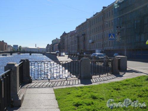 Наб. реки Фонтанки. Вид набережной от дома № 131 и опор бывш. Трамвайного моста. фото июнь 2017 г.