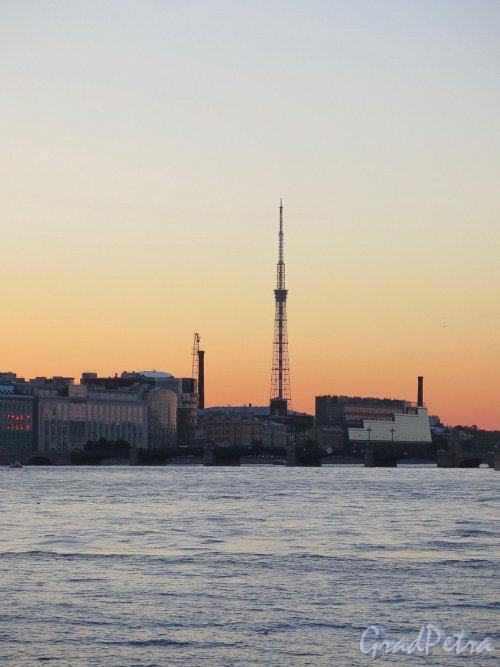 Петроградская набережная во время заката. Вид с наб. Кутузова. фото июль 2017 г.