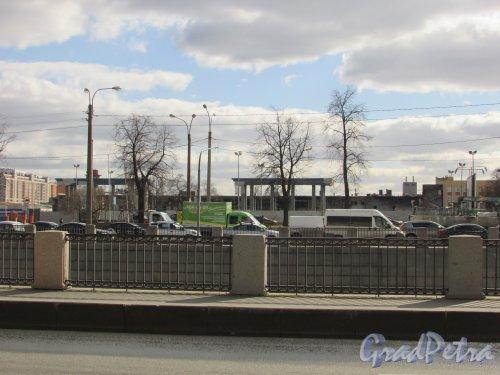 набережная Обводного канала, дом 118, корпус 7, литера А. Восстановление здания гипермаркета «Лента» после пожара. Фото 7 апреля 2019 года.