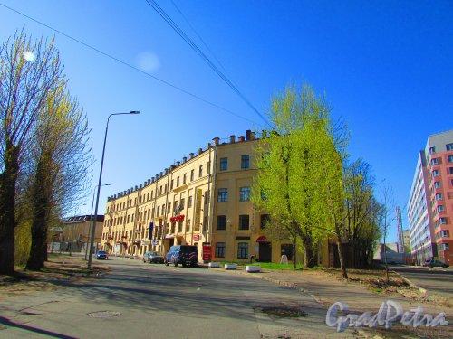 набережная реки Смоленки, дом 5-7, литера А. Общий вид здания. Фото 1 мая 2016 года.