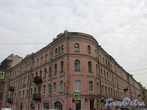 Наб. реки Фонтанки, дом 66 / ул. Ломоносова, дом 12. Угловая часть здания. Фото 17 октября 2018 года.