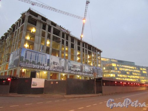 набережная Адмирала Лазарева, дом 22. Строительство МФК«Trinity». Фото 8 ноября 2018 года.