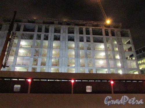 набережная Адмирала Лазарева, дом 22. Строительство МФК«Trinity»  в ночное время. Фото 27 ноября 2018 года.