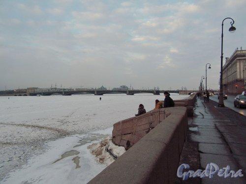 Дворцовая наб. под снегом в начале марта. Вид спусков в районе Мраморного Дворца. фото март 2018 г.