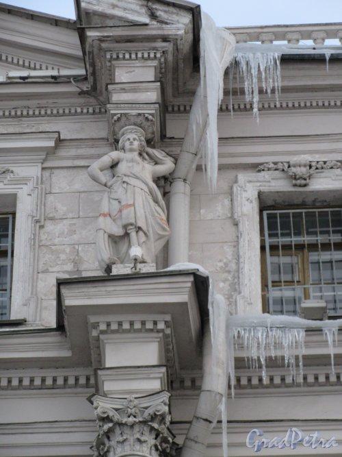 Дворцовая наб., д. 18. Скульптура Аттикового этажа. фото март 2018 г.