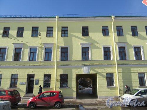 Синопская наб., д. 28. Дом Трофимовых, 1840-е. Вид фасада по набережной. фото март 2018 г.