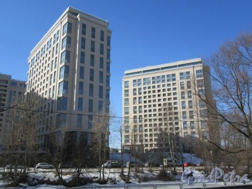 Ушаковская наб., д. 1. ЖК «Riverside», кк. 2-3. Жилые высотные здания, 2010-е. Вид с наб. Черной Речки. фото апрель 2018 г.