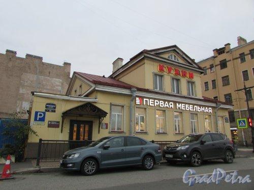 Петроградская набережная, дом 24, литера Б. Общий вид здания. Фото 24 октября 2019 года.