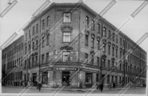 Вид фасада углового дома №32/33 на Синопской набережной. Дата съёмки: 1960 г. Автор съёмки: установлен.