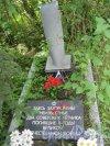 Лен. обл., Гатчинский р-н, посёлок Дружная горка. Братское кладбище Советских воинов и мирных жителей. «Здесь похоронены неизвестные два советских лётчика Великой Отечественной войны». Фото 22 июня 2014 г.