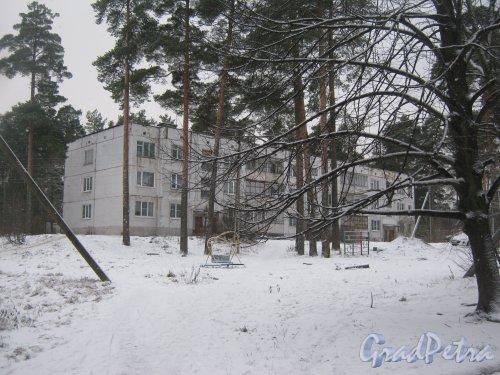 Лен. обл., Выборгский р-н, пос. Ермилово. Один из жилых кирпичных многоквартирных домов. Фото 7 декабря 2013 г.
