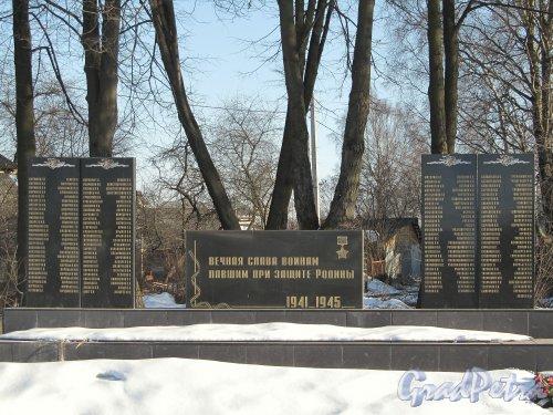 Мемориал погибшим землякам в пос. Парголово на пересечении Выборгского шоссе и улицы Ломоносова. Фото апрель 2012 г.