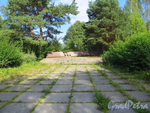 Мемориал «Форт Красная Горка».  Памятник военным морякам